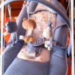 Mon bébé est confortablement installé dans son transat Emotion de Babymoov
