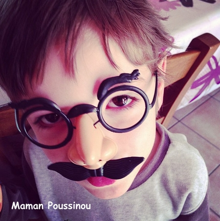 Poussin à moustaches