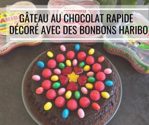 Moelleux au chocolat rapide et facile décoré avec des bonbons Haribo – Recette